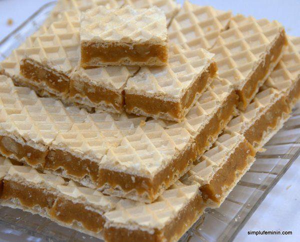 Prajitura cu foi de napolitana umplute cu crema de nuca si caramel | Simplu Feminin
