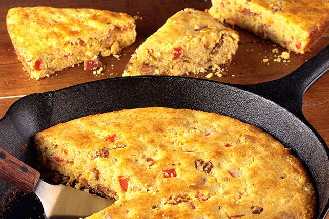 Get a jump start on this Country Skillet Bacon Corn Bread with corn muffin mix—then add thick-cut bacon, frozen corn and buttermilk for even more flavor.