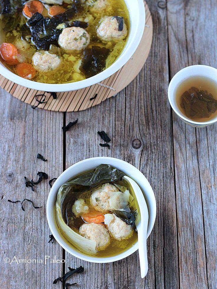 Zuppa Asiatica di Verdure con Polpette di Pollo