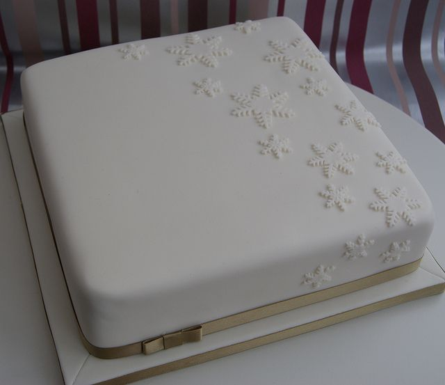 Falling Snowflakes Christmas Cake by Cakes by Occasion, via Flickr