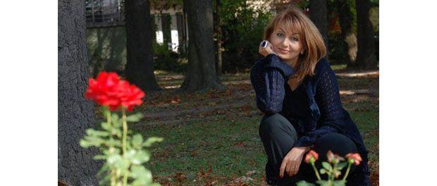 Plină de șarm și eleganță, Eli Lăslean trece în lumea mondenă drept una dintre cele mai carismatice creatoare de modă din România. Frumusețea este trecătoare, însă este esențial ca fiecare femeie să încerce să își păstreze aspectul tânăr și plin de viață cât mai mult timp...