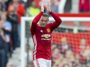 Bryan Robson 'would be surprised if Wayne Rooney stayed at Manchester United'