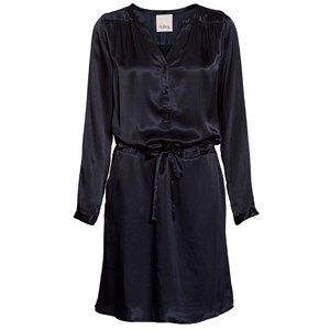 BELINA luxury dress, long sleeves, dark navy. Beautiful and exclusive dress with a shiny surface. Made from cupro which looks and feels like fat silk. Coloured by the eco-tex standards