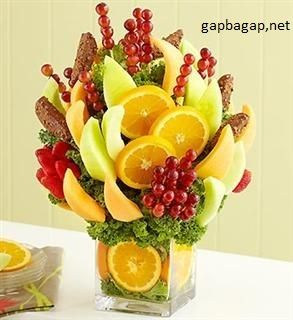 How to make a DO IT YOURSELF edible fruit arrangement!! …