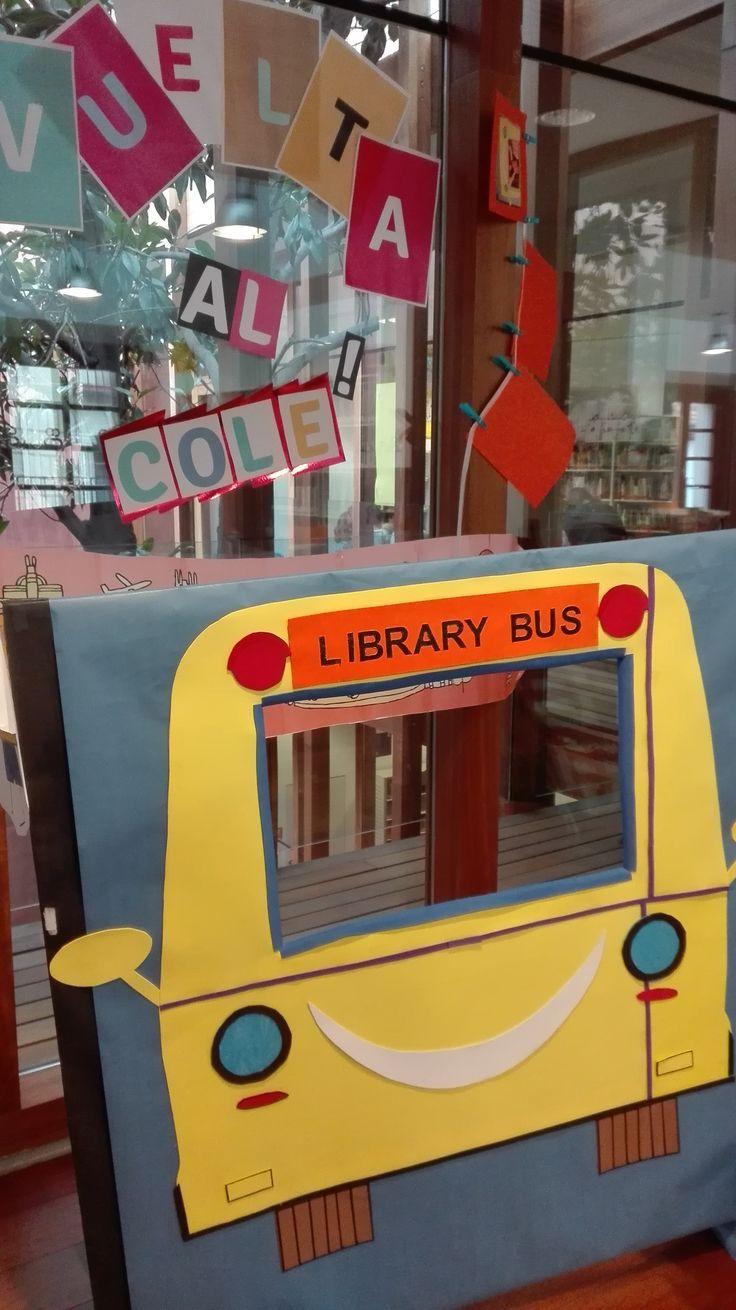 A mi hija le encanta la biblioteca del barrio. El personal es agradable y atento. Aunque, camarón al que se lleva la corriente, cultiva por mimetismo la lengua de los vencedores, que diría Viktor Klemperer: Library Bus