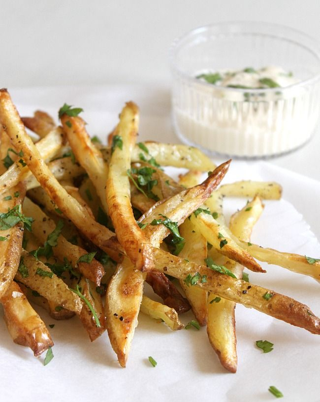 The picture makes me want to drool, and the recipe makes me want to make these. NOW>  YUM! Garlic and parsley fries via @Christina Childress Childress & Dezuanni @ Amuse Your Bouche
