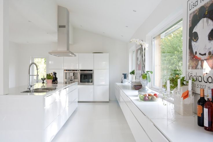 White kitchen, clean lines, sleek style.