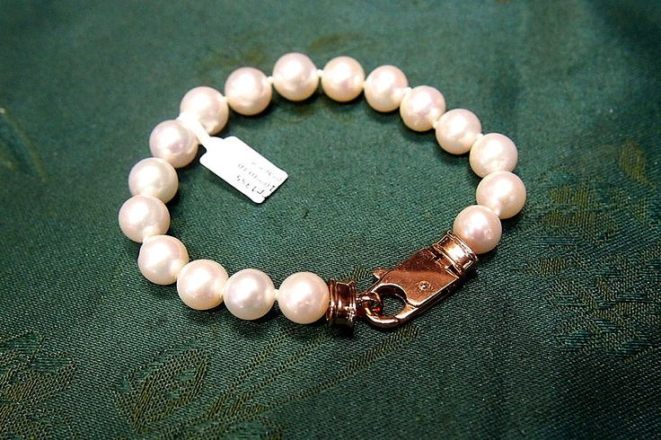 Jewellery-Bracelet-Designer- Pearl Perfection-Single Strand 10mm round white Australian fresh water pearls and rose gold plated clasp