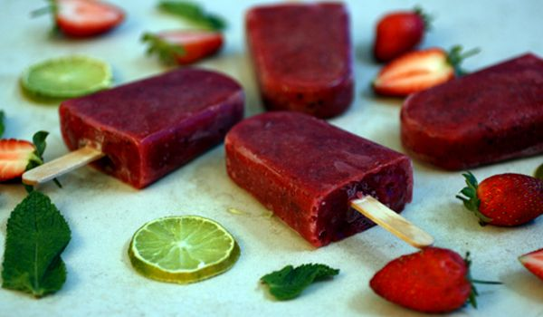 Strawberry, Lime and Mint Frozen Popsicle (ice lollies) Only 4 ingredients to make these vegan and gluten free #healthy