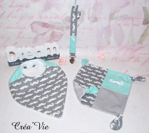 *DISPO Box ensemble Bavoir bandana,doudou plat noeud,attache tétine, tons gris / menthe , motif moustache à personnaliser