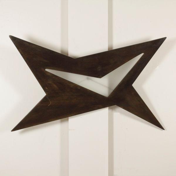 Lampada di design anni 60 da soffitto in legno tinto e vetro.