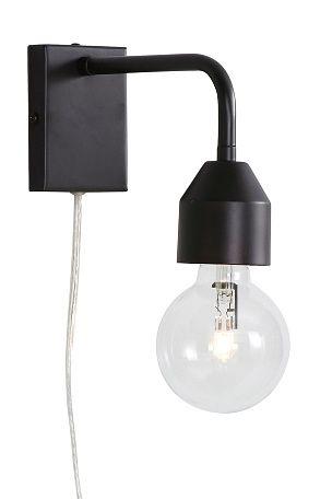 Vegglampe i moderne design som også blir pen som sengelampe. Av metall. Transparent ledning med strømbryter. Bredde 7 cm. Høyde 20 cm. Stor sokkel E27. Maks 40W. Veggkontakt. Lyskilde inngår ikke. <br><br>
