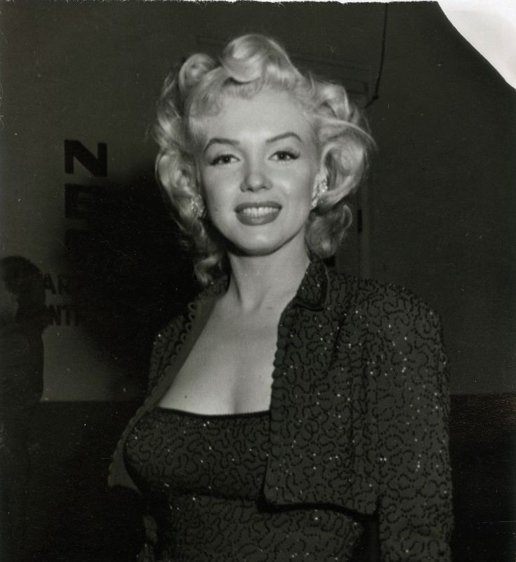 Marilyn arriving for her appearance on the Edgar Bergen radio show when Charlie McCarthy proposed to her, October 26, 1952.