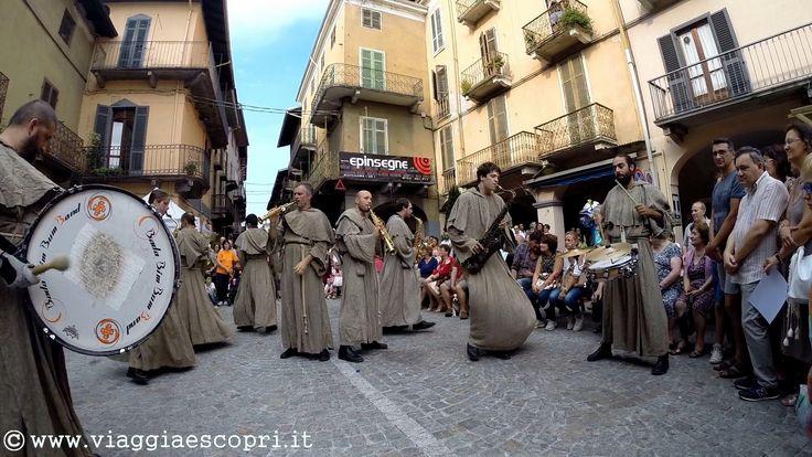 Festa dell'Uva, musicisti a Gattinara   http://www.viaggiaescopri.it/festa-delluva-gattinara-citta-vino/