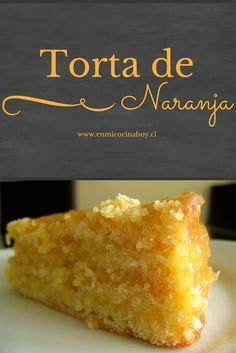 Esta torta de naranja es húmeda y deliciosa. Ambos el bizcocho y la crema tienen un sabor delicado e irresistible.