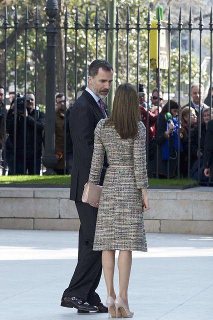 S.M Reina Letizia: UN DIA DIFICIL CON UN OUTFIT CLAVE / A DIFFICULT DAY WITH A KEY OUTFIT