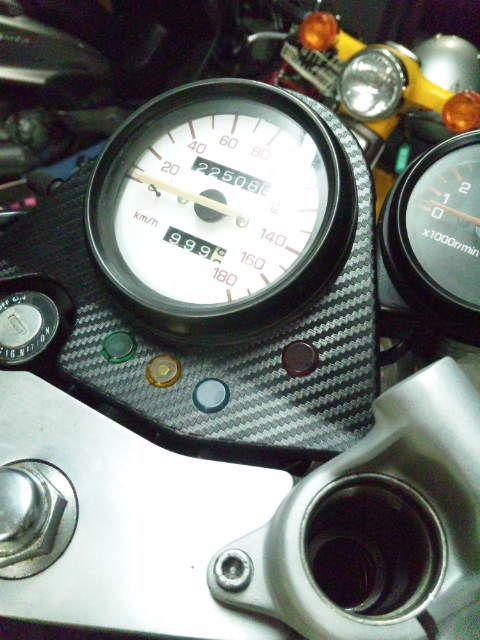 [mixi] SRXのメーターパネルにダイソーで売ってたカーボン調シール貼ってみました。