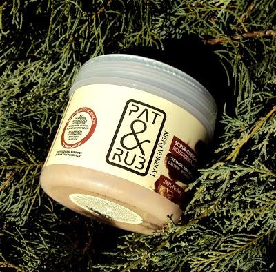 Scrub cukrowy PAT & RUB o zapachu cynamonu-imbiru-goździka i szałwii. O scrubach PAT & RUB mam wyrobione zdanie, po prostu je uwielbiam. Moim zdaniem są to delikatne drapaki, nie szkodliwe nawet dla skóry suchej i wrażliwej.