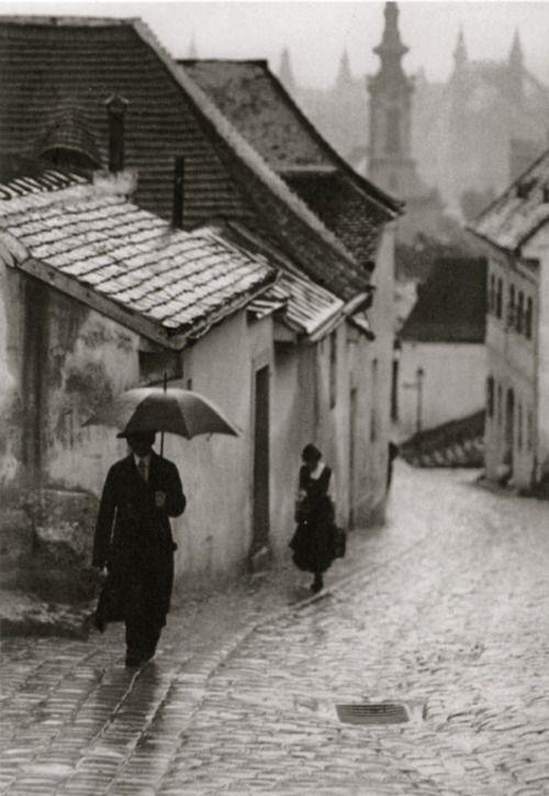 Photo: Ivan Vydareny Esős délután, Tabán, Hadnagy utca, 1908. július 6.