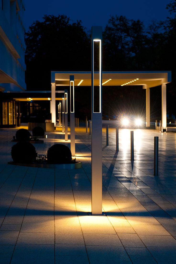 La colonna Tetra Parco I di Platek Light illumina l'Hotel InterContinental Hamburg, per accompagnare gli ospiti con giochi di luce e prospettive.