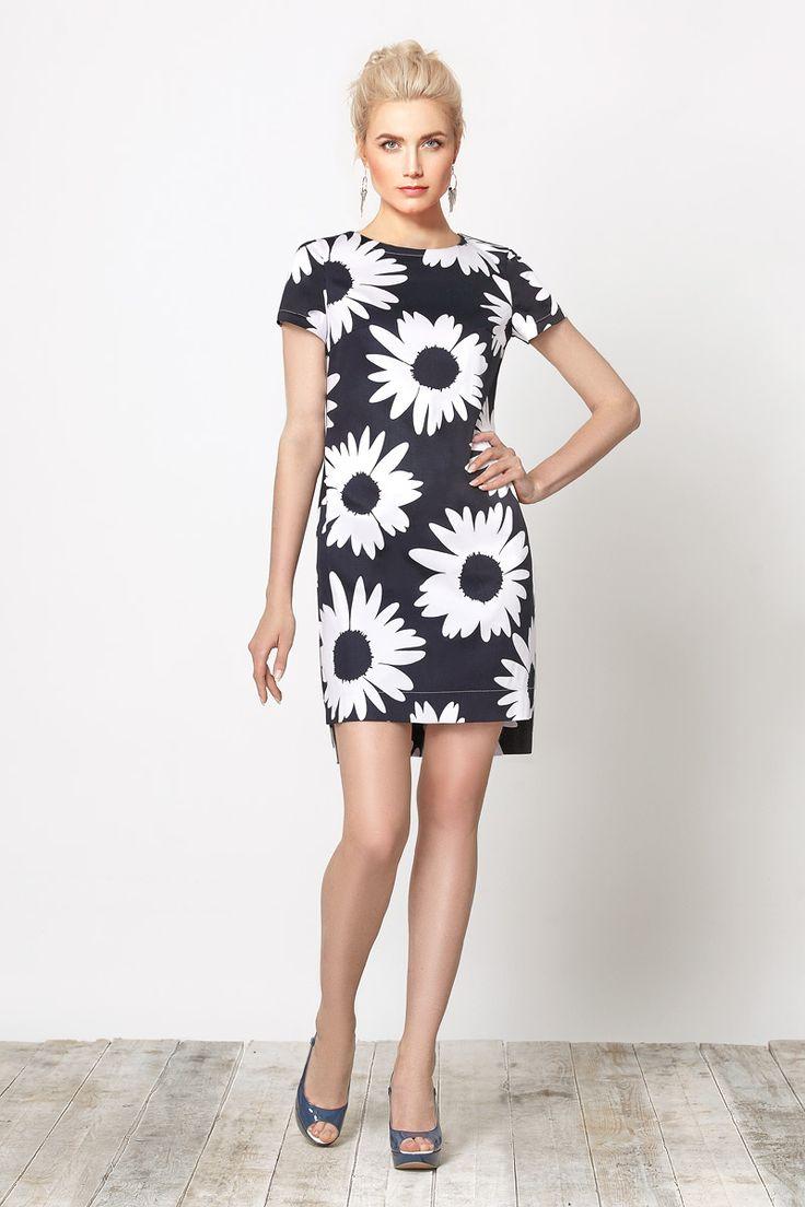 Комфортное платье, свободного покроя, выполненное из натурального хлопка со стильным цветочным принтом.
