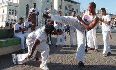 Roda de capoeira em São João de Meriti. O movimento negro quer quer o esporte como exibição nas Olimpíadas Foto: Cléber Júnior/ Extra