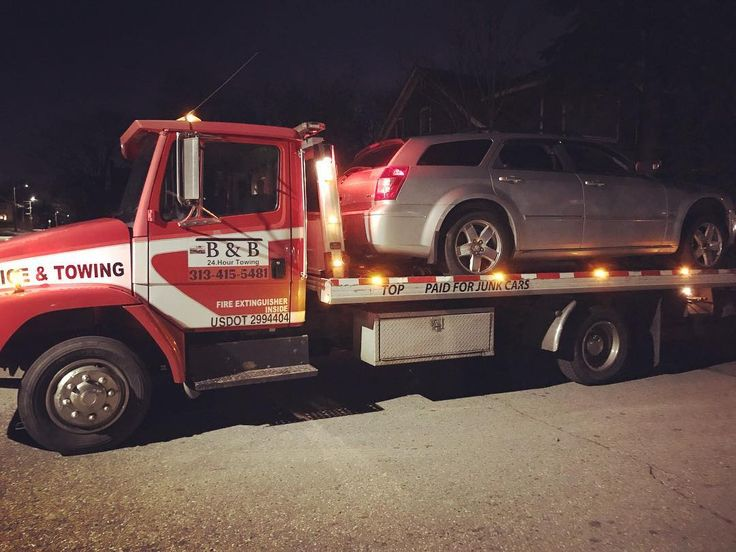 Night time work We out here working call B&B Towing 313-415-5481 for your next tow best rates guaranteed  #313 #bandbtowing #detroit #junkcars #cashforcars #cashforjunkcars #junkcarsdetroit #bnb #cars #roadtrip #roadsideassistance #towing #mechanic #mechanics #detroitmetro #auction #tow #towtruck #towing #flattire #jumpstart #lockout #keys