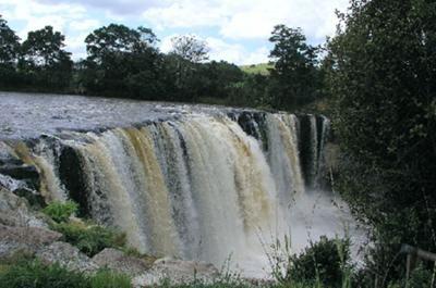 Cachoeira Punchbowl do Diabo, no Parque Nacional da Passagem de Arthur, Canterbury (Ilha do Sul), Nova Zelândia.