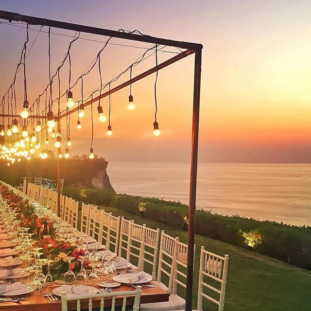 This is so relaxing to look at How beautiful is this!!! I would love to sit here on a warm night with amazing food and good friends ✌️️ www.kaylaitsines.com/app
