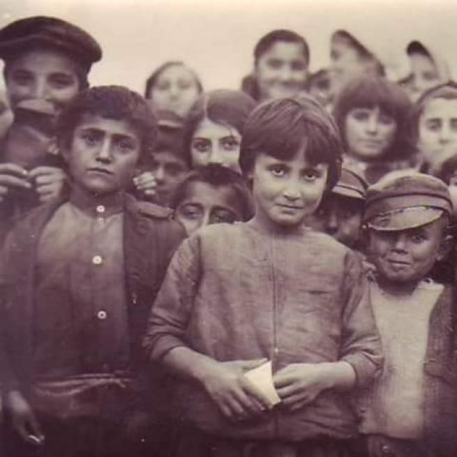 Η Βουλή των Ελλήνων ψήφισε ομόφωνα (Φεβρουάριος 1994) την ανακήρυξη της 19ης Μαΐου- ημέρα που ο Μουσταφά Κεμάλ αποβιβάστηκε το 1919 στην Αμισό (Σαμψούντα) και οι σελίδες της σύγχρονης ιστορίας γέμισαν με αίμα- ως Ημέρα Μνήμης για τη Γενοκτονία των Ελλήνων του Πόντου. Εξοντώθηκαν από το τουρκικό κράτος συστηματικά και βάσει σχεδίου, με ένα όργιο οργανωμένης βίας από μαζικές...