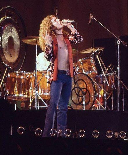 Robert Plant Led Zeppelin 1975 Led Zeppelin In 2019 Zeppelin