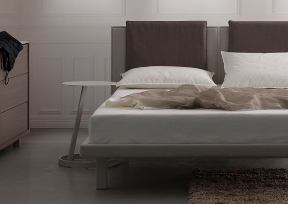 Quadrato Bed with Headboard Pillows