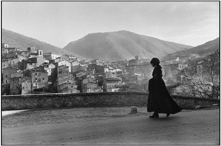 Henri Cartier-Bresson Scanno. Abbruzzo. Italy (1951)
