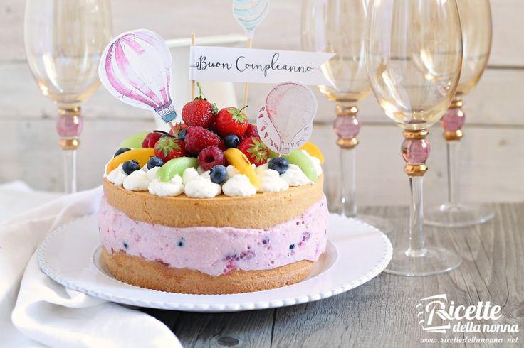 Questa torta di frutta è ideale come torta per un compleanno estivo quando le torte classiche di compleanno con mille strati di mascarpone panna burro e simili possono non essere particolarmente indicate.
