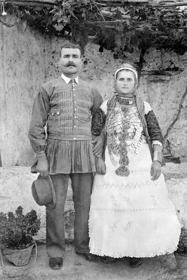 Καλύβια Αττικής. Σωτήρης και Ελένη Καρελιώτη 1895