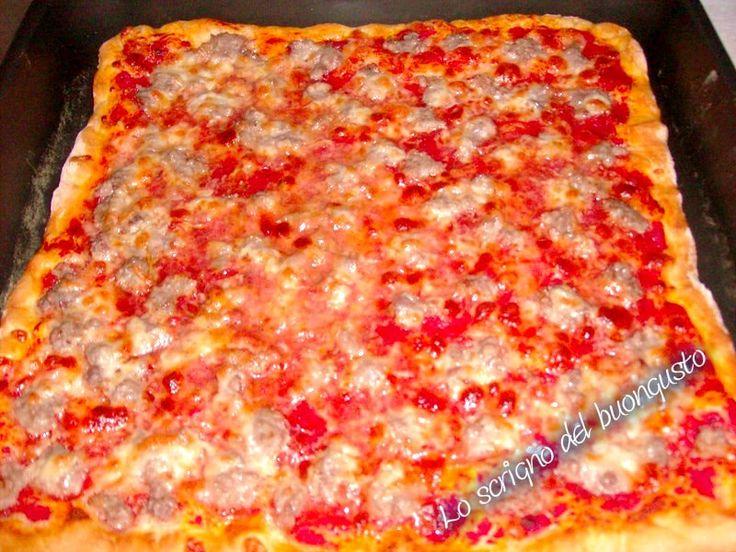 PIZZA ROSSA CON SALSICCIA  CLICCA QUI PER LA RICETTA http://loscrignodelbuongusto.altervista.org/pizza-rossa-alla-salsiccia/ #pizza #salsiccia #foodbloggers #ricettesalate #cucinaitaliana