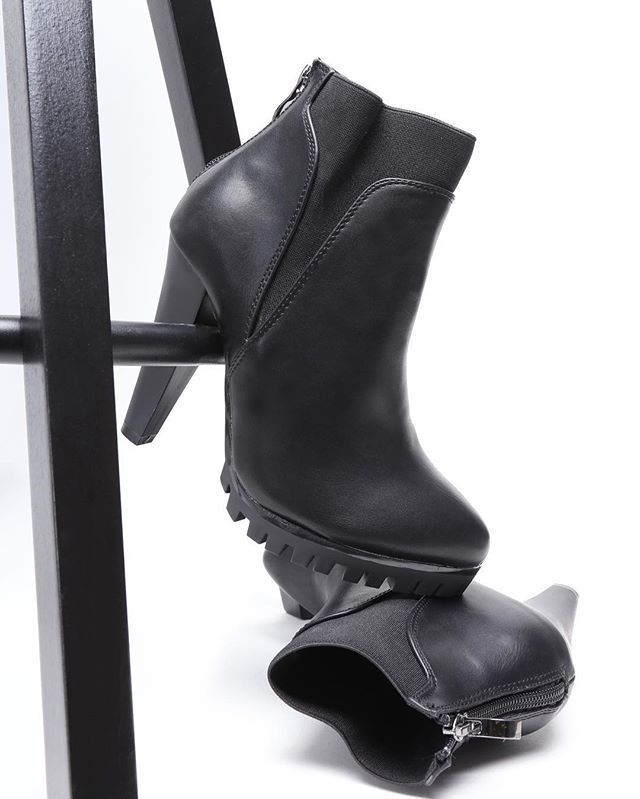 📸 Black boots ➡️ shop online ⬅️ #VICES #fall #autumn #newcollection #black #boots #ekoleather #newmodels #shoestagram #shoes #shoesaddict #shoeswag