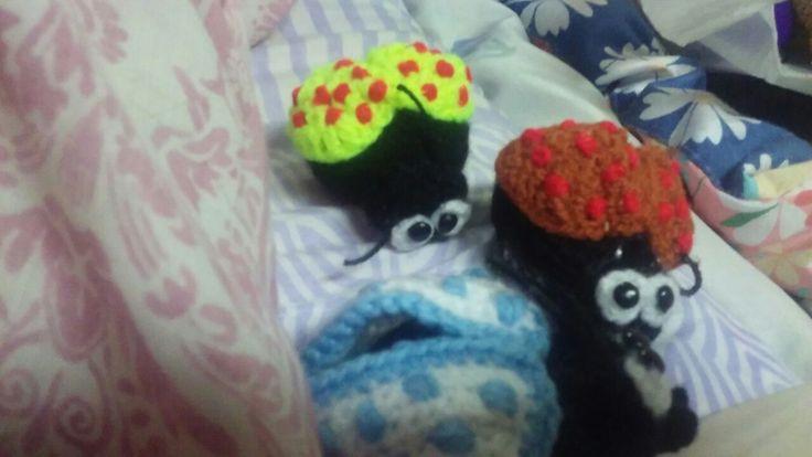 Pequeñas y coloridas,me encanta tejer!!