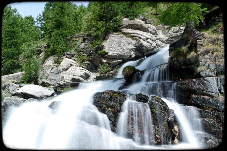 Niente esiste al mondo più adattabile dell'acqua. E tuttavia quando cade sul suolo, persistendo, niente può essere più forte di lei.