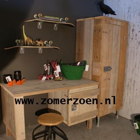 http://www.zomerzoen.nl/bureau-van-steigerhout-mees.html