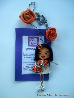 Con dos rosas y falda con dibujo. Aviso estas muñecas no se pueden copiar, están registradas.