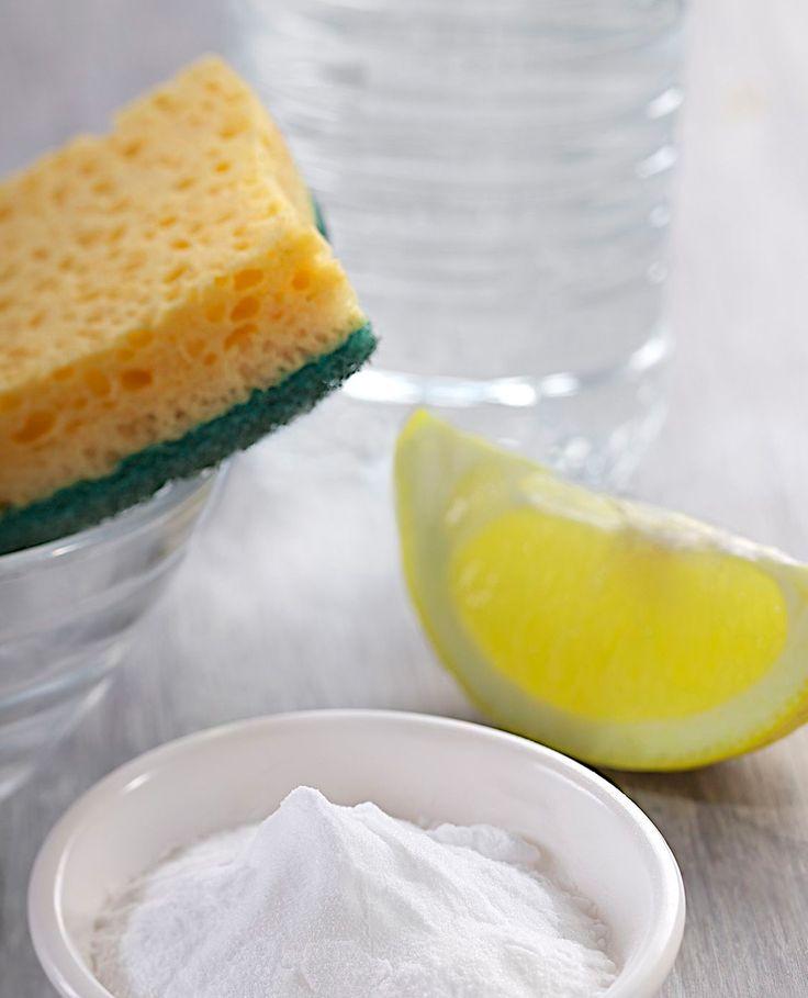 Baking soda, bicarbonaat sodium, zuiveringszout.. het zijn allemaal namen voor hetzelfde product: zout. Handig tijdens het kokkerellen in de keuken maar helemáál handig om mee schoon te maken.