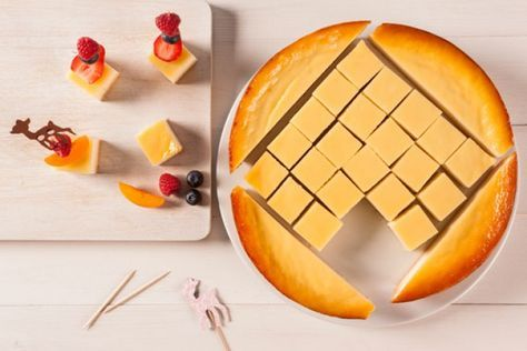 Käse-Kuchen Spieße ein Hingucker auf jeder Party. Noch mehr tolle Rezepte gibt es auf www.Spaaz.de