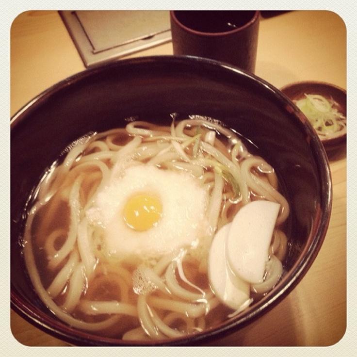 [うどん*2012/11/27]    夜は山かけうどん(ෆ˘ℼ̇˘ )༘༘▽       これなら食べれるかな?!      ここんとこイマイチな具合で珍しくあんまり食べてにゃい^^;        @和乃家