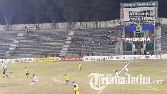 Lukas Mandowen Jebol Gawang Persegres Gresik United, Perseru Serui Unggul Sementara di Babak Pertama