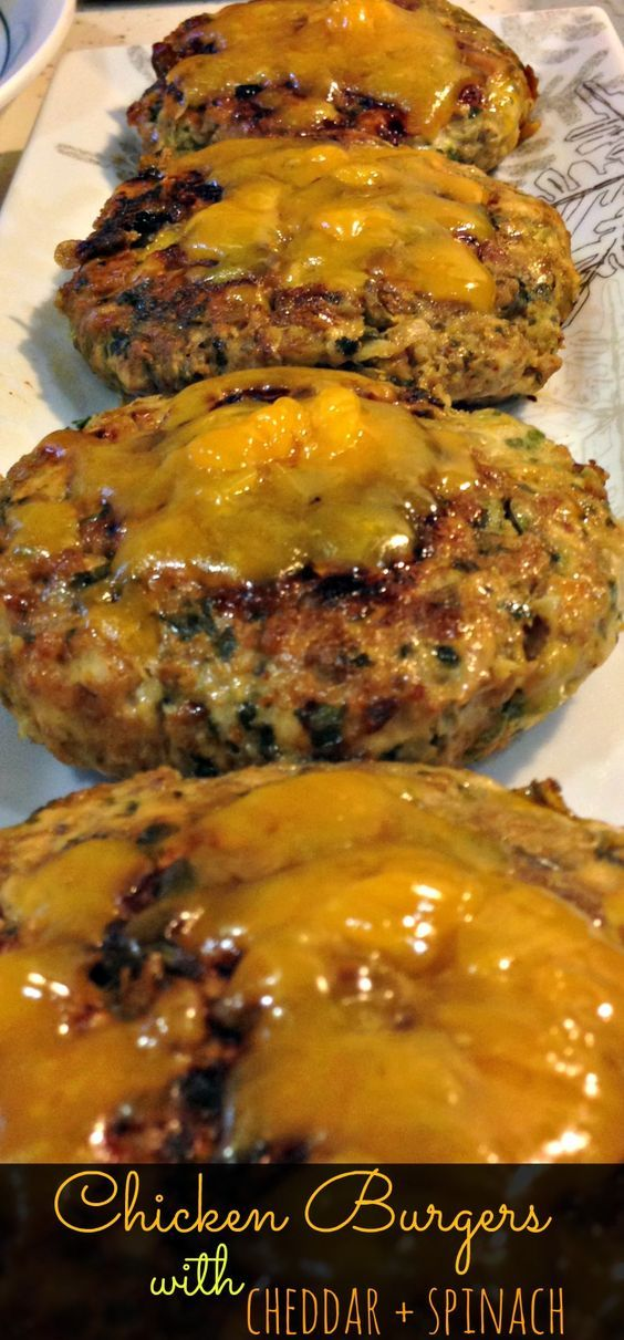 Chicken Burgers with Spinach & Cheddar - Clean eating, easy recipe would be great for 4th of July BBQ, picnic, or cookout