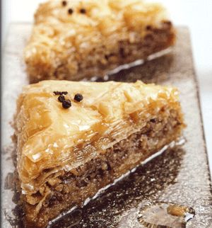 Baklavas! The ultimate Greek Christmass sweet!  Photo from:  http://www.eliasmamalakis.gr/recipe.asp?syntagi_cat_id=1&syntagi_id=165