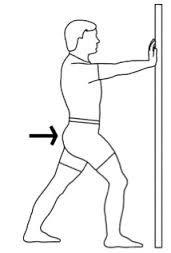 Como estirar correctamente los musculos de la pantorrilla  Los músculos tensos en la pantorrilla y los tobillos inflexibles son factores de riesgo para una serie de lesiones. Estirar los gemelos y el soleo se hace fácilmente de pie con el estiramiento contra la pared. Este es un ejercicio básico con un gran potencial para aumentar la flexibilidad cuando se realiza correctamente.