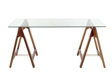 Para a mesa do computador, tinha pensado em cavaletes de madeira com um tampo também em madeira ou de vidro, simples, bonita e barata. O bom é que a mesa pode ser do tamanho que você quiser, de aco...