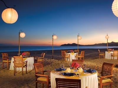 Con el concepto Todo Incluido y Sólo para Adultos, el Zoetry Casa del Mar es un espacio de recreación y descanso por contar con una exquisita gastronomía, acogedoras instalaciones y servicios de calidad. Cena con un atardecer en #LosCabos, tienes que estar ahí. | BestDay.com.mx #Ofertas #Vacaciones  #OjalaEstuvierasAqui #BestDay